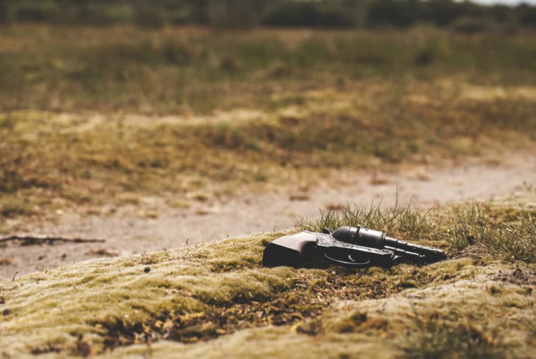 Materielles Strafrecht/ Mitsichführen von Schusswaffen i.S.d. BtMG