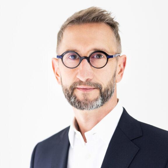 Portraitfoto Jörg Hartmann