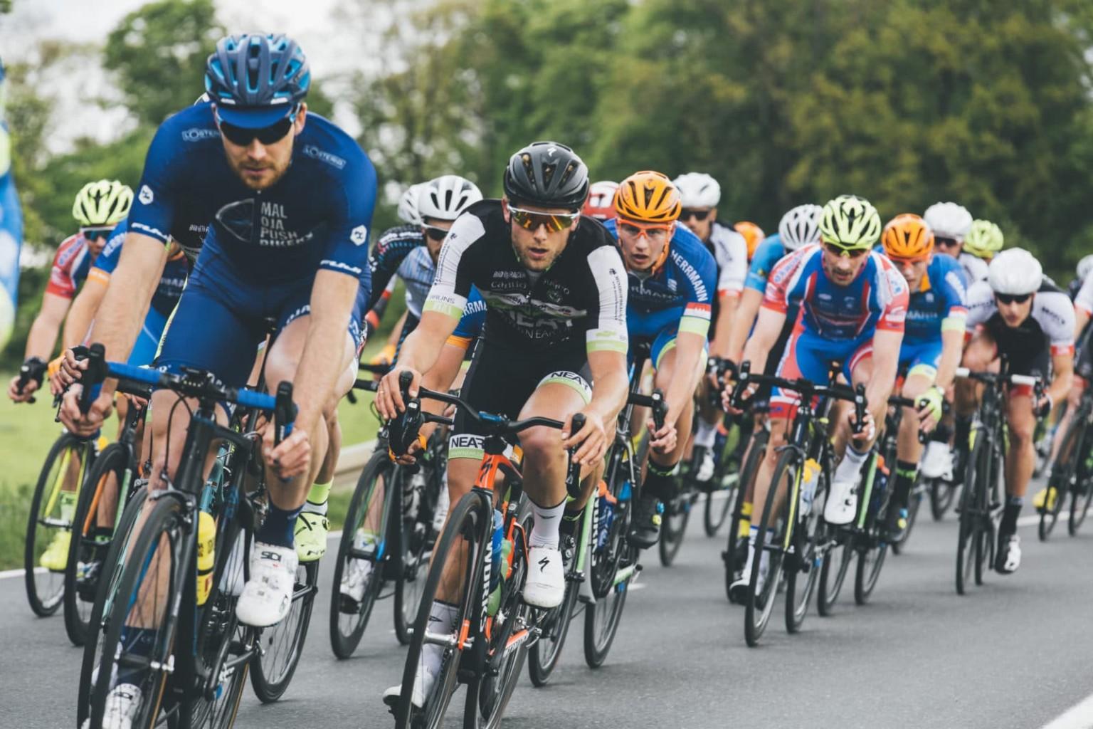 Verkehrszivilrecht/ Klingelpflicht eines Radfahrers beim Überholvorgang